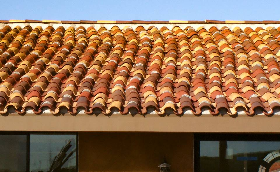 "Serpentine roof installation detail of Classic ""S"" Mission clay roof tile with two piece eave line in 14.3% 2F43-SSC Villa Rosso Blend, 19% 2F43-SC Brick Red Sandcast, 7.4% 2F45-SSC Tierra Brown Blend, 26% 2F45-SC Tobacco Sandcast, and 33.3% CB46-SC Rustic Tuscan Blend on home in Ventura California."